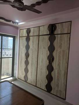 3bhk on sell in carpet area is 900sqft,and very good locality.