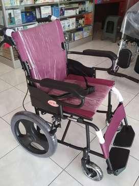 Kursi roda travelling avico ban kecil