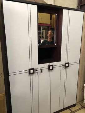 Lemari Pakaian 3 Pintu / Lemari Baju 3 Pintu Kaca Lekok Putih 1606
