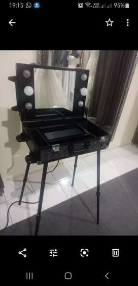 Standing beautycase mitsuto with lamp..