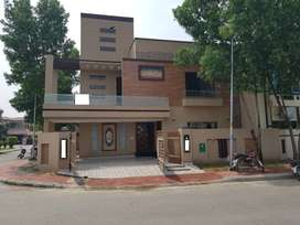10.5 Marla Corner Facing Park House For sale in Bahria Town Lahore