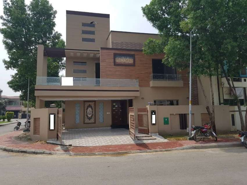 10.5 Marla Corner Facing Park House For sale in Bahria Town Lahore 0