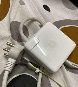 Macbook power adaptor (85W Magsafe 2)