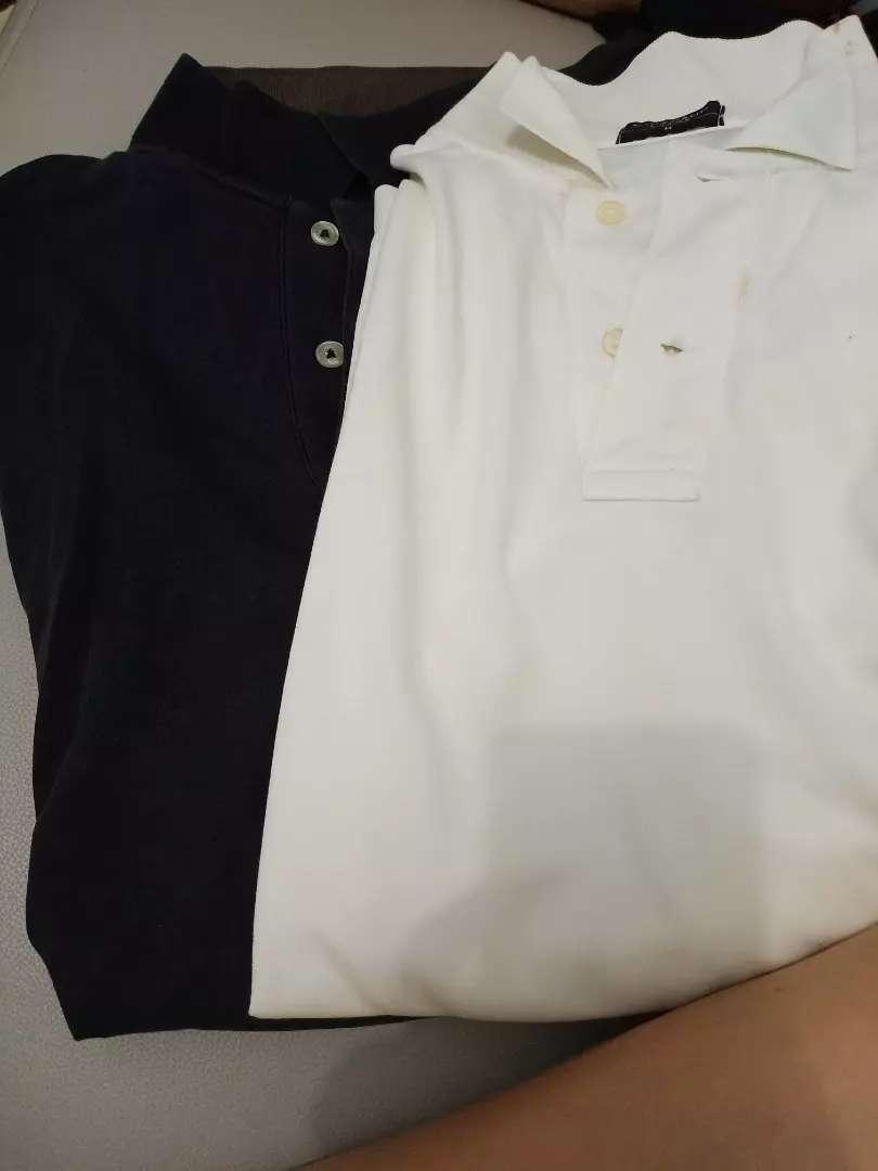 Baju berkerah warna putih dan hitam merek giordano 0