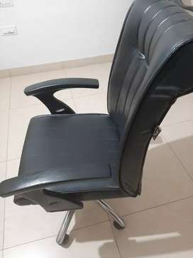 Computer luxury boss style rolling chair for sale, 1.5 year old only