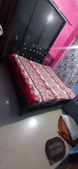 Urgent  selling dubal  bed  queen size