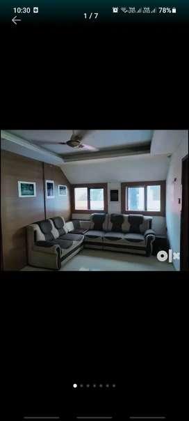 തൃശൂർ നായ്ക്കനാൽ Round സമീപം  3 floor 1000 sqft 28000 rent