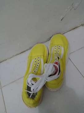 Sepatu vans kuning import ori made in Vietnam