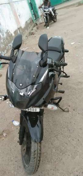 Bajaj 220f pulsar black with chrome 1 hand used and 18 month  old