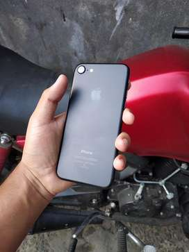 I phone 7 with excellent condction 32gb