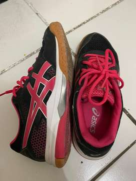 Sepatu Badminton Asics