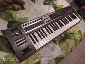 Midi Keyboard Controller Roland Ediroll PCR 500