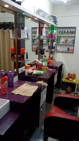Well furnished moving salon