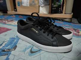 Sepatu Adidas sleek uk 7 hitam