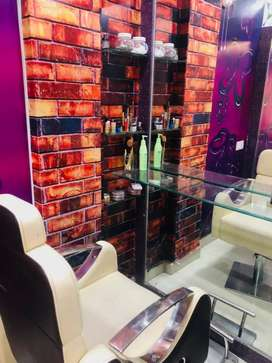 Beautiful Salon nd vry good location Model Colony