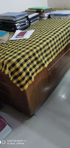 Single wooden bed 6×4 feet (only bed)
