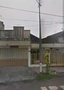 Rumah tengah kota Blitar pinggir poros jalan bagus untuk usaha