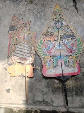 Dua wayang kulit lawasan antik