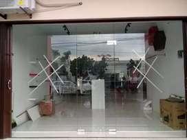 Spesialis kaca tempered dan pintu kaca