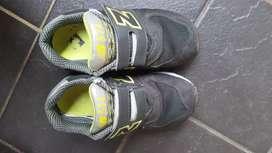 Sepatu anak merk New Balance
