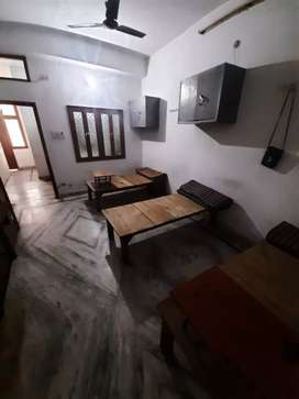 girls hostel ,1 setter ,2 setter,3setter room available