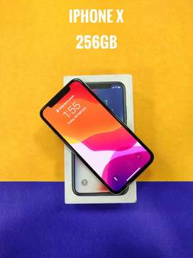 iPhone x 256gb excellent condition box kit available at safezone