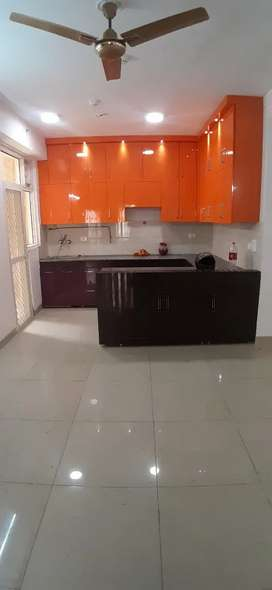 4 BHK SEMIFURNISHED FLAT AVAILABLE FOR RENT
