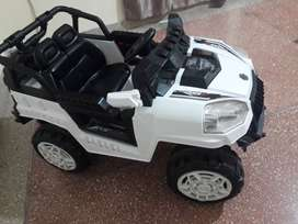 Full size Rough and tough kids charging jeep full option22