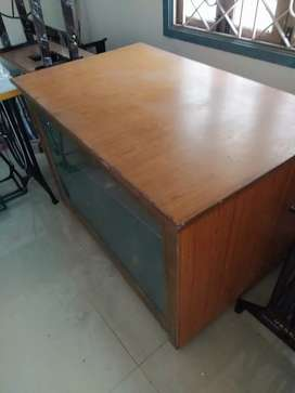 Tailoring cutting table