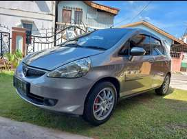 Dijual mobil honda jazz thb2007