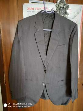 Gents 3piece suit dark brown in colour