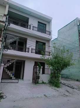 2BHK FIRST FLOOR AT SECTOR 68 FOR SMALL FAMILIES