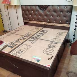 Brand new king size solidwood boxbed for immediate sale