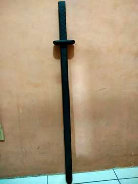Pedang kayu samurai dan pedang bayonet