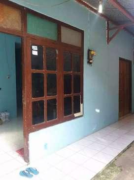 Di kontrakan rumah dekat UGM Jogja di Pogung Rejo ada 4 kmr