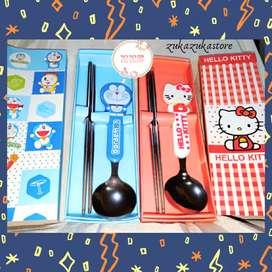 Sendok Set Souvenir Hello Kitty dan Doraemon