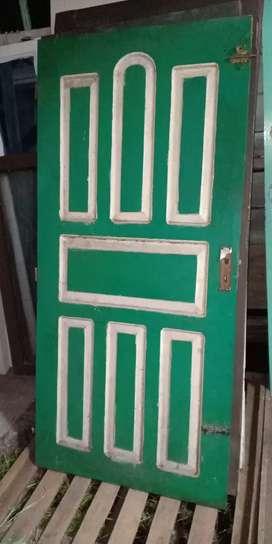 Pintu bekas dan kusen bekas