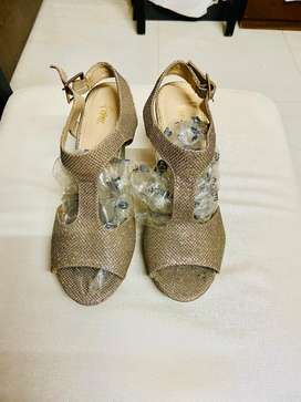 I want to sale heel sandal for wedding & party