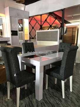 meja makan set 4 kursi