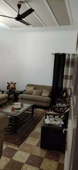 Independent 1 kanal 3bhk 1st floor corner for sale in sector 15 a