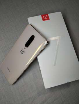Oneplus 7 Pro available with all accessories