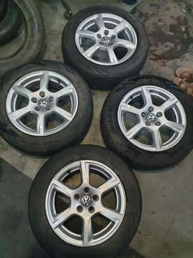 I want to sell Volkswagen Vanto 15 inch Alloy wheels with Apollo