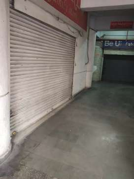 Commercial sjop 1,600 sqft 3side  rent in in janakpuri DC in 2.75 lakh