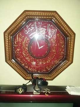 Jam kaligrafi kuningan