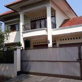 Rumah besar mewah siap huni di kesehatan bintaro DKI