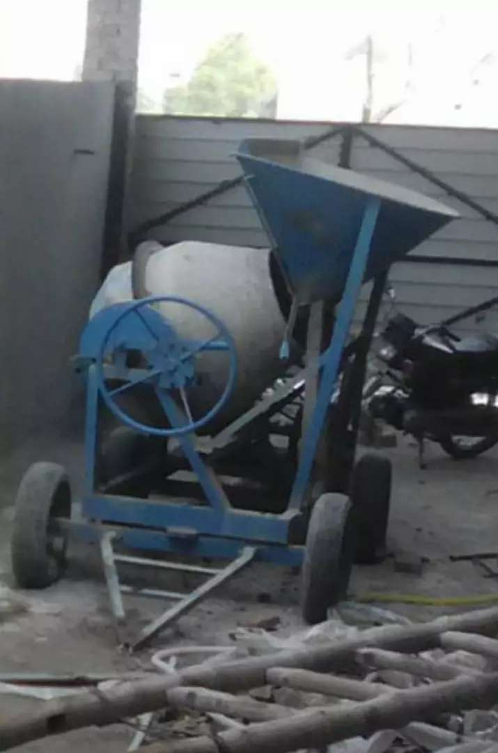 concrete mixing machine for sale. 1year used only for one project 0