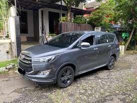 Toyota Innova Venturer Diesel AT / Matic | 2019 Tangan 1 Abu Metalik