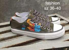 Jual sepatu casual anak*gambar kartun tematik*bahan semi canvas,keren