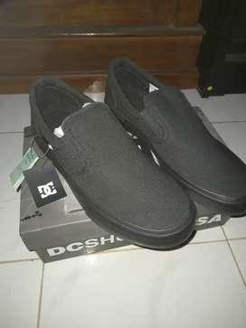 Dc all black slip on