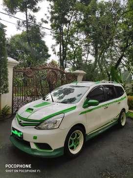 Over Kredit Grand Nissan Livina Green White